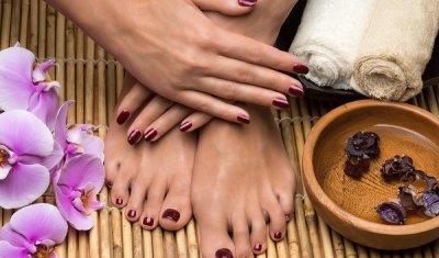 Beauté des pieds anti callosité avec vernis à proximité de Toulouse